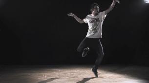 """Suite de l'épisode """"London Rooftop Chronicle"""", """"Smoke on Wood"""" est une vidéo du danseur Antoine M. réalisée par Léopold RIGAUT."""